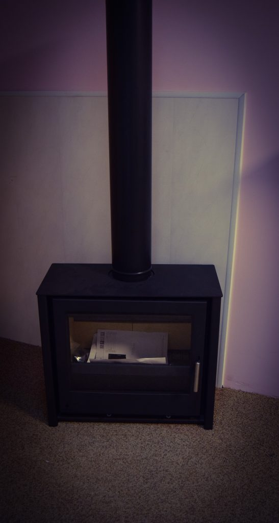 I600 Low Multifuel Stove - £850